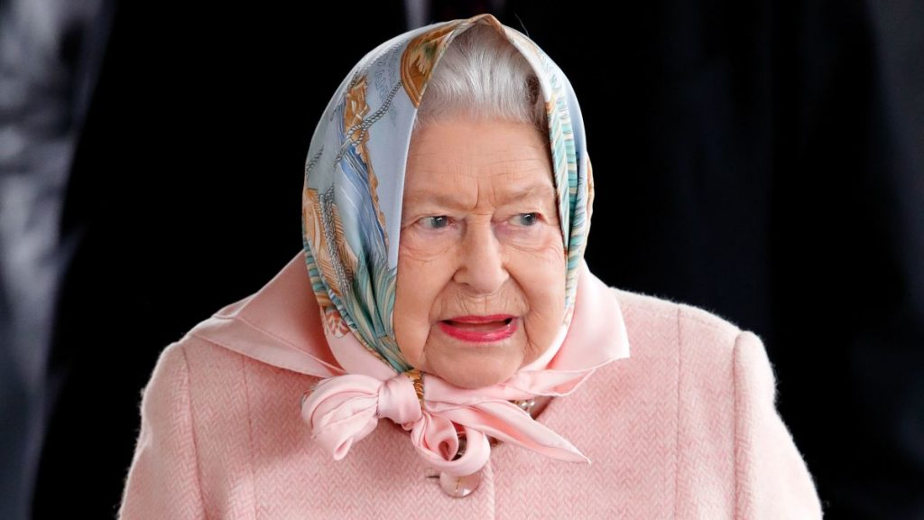 Royal Thieves: Queen Elizabeth Says That Harry And Meghan Took All 50 Sets Of Her Dentures With Them When They Left Buckingham Palace